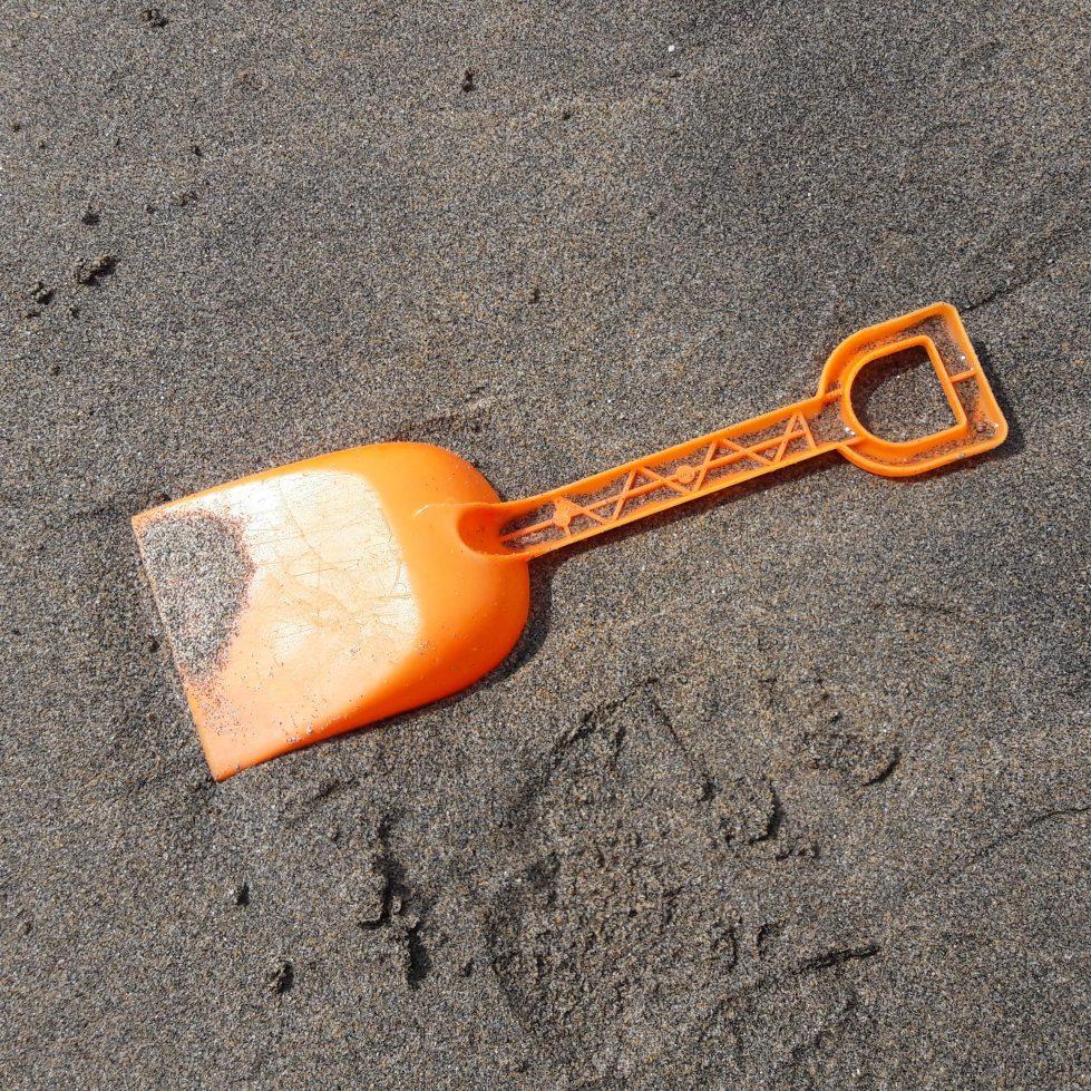 Plastic spade
